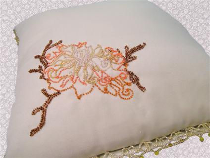 Две декоративные подушки 40х40 см. выполненные в единой композиции.  Расшитые бисером и бусинами.
